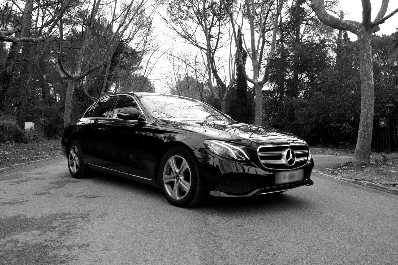 Mercedes classe E noir et blanc de devant