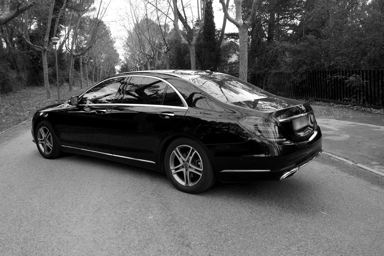 Mercedes classe S noir et blanc de derrière