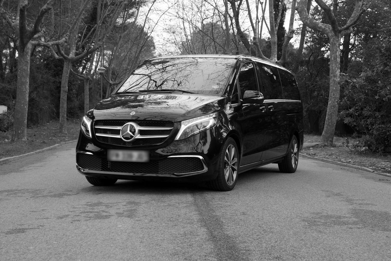 Mercedes classe V noir et blanc de devant