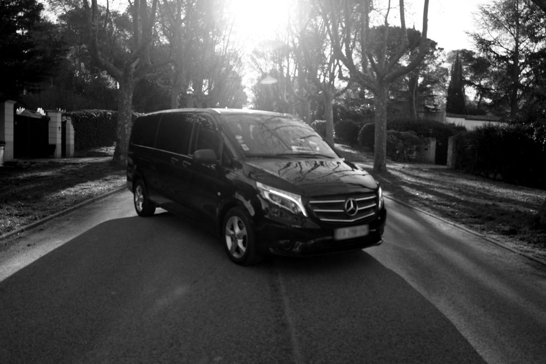 Mercedes Vito Tourer noir et blanc de devant